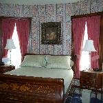 Room 11-one queen bed, en suite bath