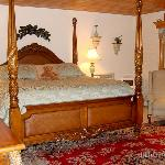 queen bed, with teddy bear!