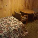 Small extra bed room in the 2 queen bed room