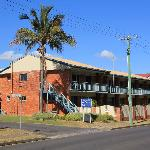 Motel viewed from the street (Esplanade)