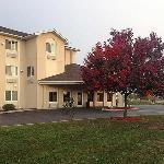 Amerihost Inn And Suites Dewitt