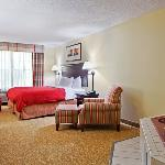  CountryInn&amp;Suites MolineArpt WhirlpoolSuite