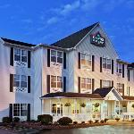  CountryInn&amp;Suites MolineArpt ExteriorNight