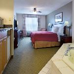  CountryInn&amp;Suites OceanSprings WhirlpoolSuite
