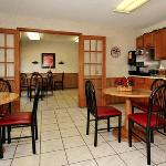 Econo Lodge Inn & Suites Dubuque resmi