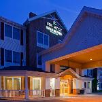 CountryInn&Suites RedWing ExteriorNight