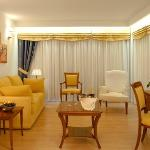 Executive Suite-Living Room