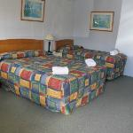  Queen room with additional single bed