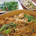 Stir-fried noodles with prawn and mustard green