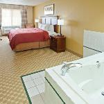  CountryInn&amp;Suites Kalamazoo WhirlpoolSuite