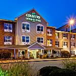  CountryInn&amp;Suites YorkCity ExteriorNight