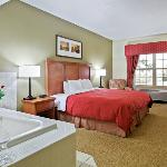  CountryInn&amp;Suites Sycamore WhirlpoolSuite