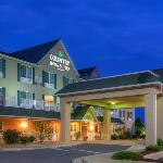  CountryInn&amp;Suites Winchester ExteriorNight