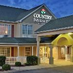 CountryInn&Suite Somerset ExteriorNight