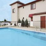 Centerstone Inn & Suites