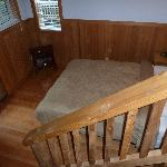 Downstairs bedroom (Queen sized bed)