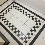  Cool tile design on the bathroom floor