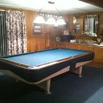 pool table in common room