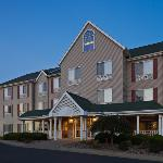 CountryInn&Suites Clinton ExteriorNight