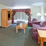 CountryInn&Suites CottageGrove Suite