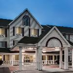  CountryInn&amp;Suites Romeoville ExteriorNight