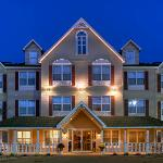  CountryInn&amp;Suites ForestLake ExteriorNight