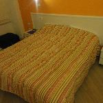 the bed in Albergo Bencidormi