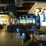  Lobby/bar area