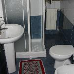  Bathroom (room 26)