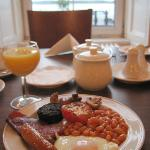  Continental and Full Irish breakfasts available