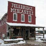 صورة فوتوغرافية لـ ‪Polebridge Mercantile and Cabins‬