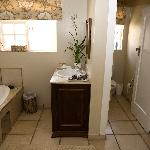  Luxury Family Suite bathroom