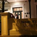 Nine Flowers Guest House resmi