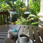 outdoor breakfast (included) -view of the pool