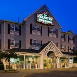 CountryInn&Suites DakotaDunes ExteriorNight