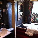  elaborate bathroom in the Nelson room