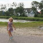 My niece dancing in front of the hotel, we had a good time!