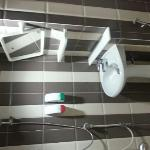 shower included tooth brush toothpastes.shower cap, cotton buds and shower gel and shampoo. hair