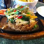  Crispy fried egg noodle with vegetables.