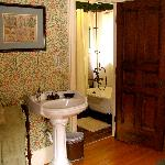 Retro-styled English Tub: Nottingham Suite
