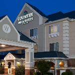  CountryInn&amp;Suites HotSprings ExteriorNight