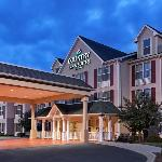  CountryInn&amp;Suites Charlotte  ExteriorNight