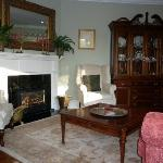  dining room area with fireplace