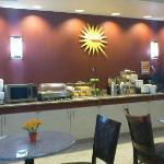 Photo de La Quinta Inn & Suites Hawaiian Gardens