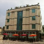 Photo de Emblem Hotel - Gurgaon