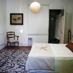 Klimt.- Suite, double bed with private bathroom.