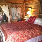 Chanticleer Log Cabin Foto
