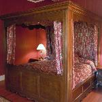 Room 3 Canopy Bed