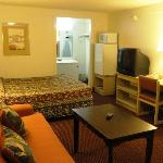 Red Carpet Inn and Suites Gastonia Queen Suite