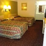 Red Carpet Inn and Suites Gastonia 2 Double Suite